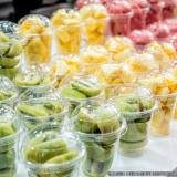 frutas cortadas no pote